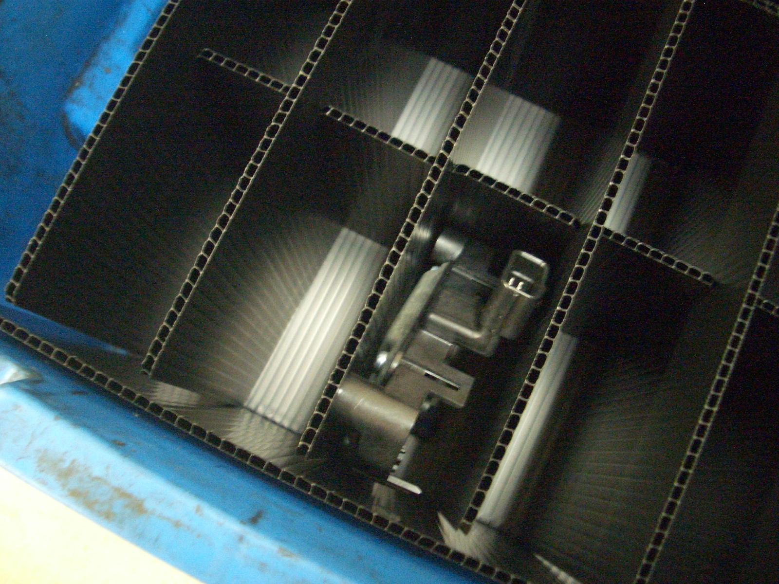 「自動車部品用導電仕切り板」の画像
